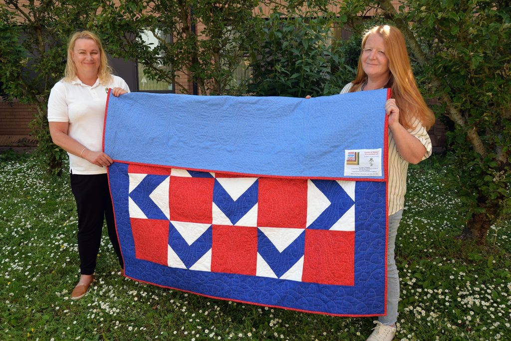 DMWS presents 'Quilt of Valour' in recognition of Alan Wainman's service.